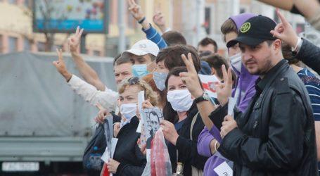 Χιλιάδες διαδηλωτές συγκεντρώθηκαν στην πλατεία Ανεξαρτησίας του Μινσκ