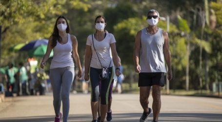 Επεκτείνεται σε αρκετές μεγάλες πόλεις η υποχρεωτική χρήση μάσκας στους δημόσιους χώρους