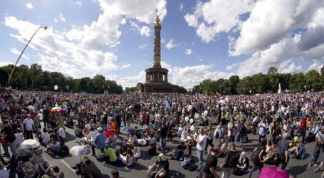 Η αστυνομία διέλυσε μαζική διαμαρτυρία κατά των περιοριστικών μέτρων
