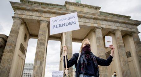 Διαδηλώσεις στην Ευρώπη με σύνθημα «ο κορωνοϊός είναι ένα ψέμα»