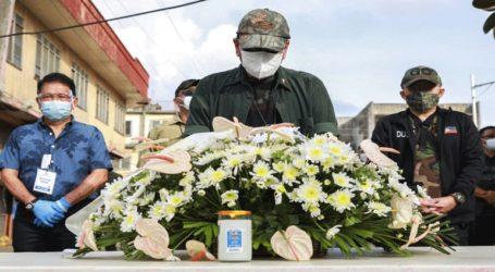 Η κυβέρνηση υπόσχεται να βρει τους βομβιστές-καμικάζι που σκότωσαν 14 άτομα