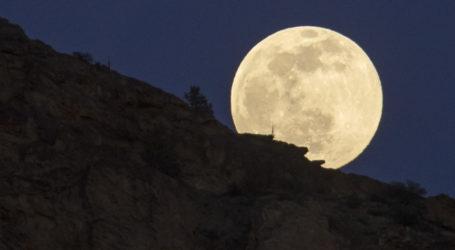 Ρομαντζάδα Βολιωτών στην αυγουστιάτικη πανσέληνο: Σήμερα το μεγαλύτερο φεγγάρι του έτους [εικόνες]
