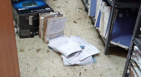 """Δείτε βίντεο και φωτογραφίες: Πλημμύρισε πάλι το Δικαστικό Μέγαρο Λάρισας – """"Βρέχει"""" στα γραφεία"""