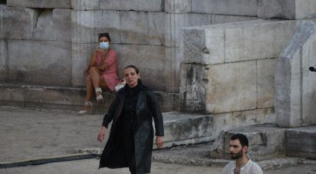«Ζωντάνεψε» το Αρχαίο Θέατρο Λάρισας – Φιλοξένησε τις «Βάκχες» του Ευριπίδη (πλούσιο φωτορεπορτάζ – βίντεο)