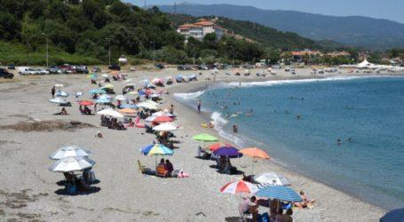 Παράλια Λάρισας: Ξηλώνονται αυθαίρετες κατασκευές και ομπρέλες που τοποθετήθηκαν δίπλα στη θάλασσα!