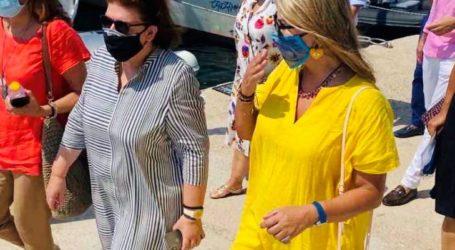 Η Ζέττα Μακρή με την Λίνα Μενδώνη στα εγκαίνια του υποθαλάσσιου μουσείου στην Αλόννησο
