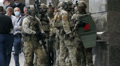 Η αστυνομία συνέλαβε άνδρα που κράτησε όμηρο σε τράπεζα του Κιέβου