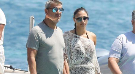 Κώστας Πηλαδάκης-Ναυσικά Παναγιωτακοπούλου: Συνεχίζουν τις διακοπές τους στο νησί των ανέμων