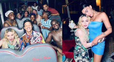 H Madonna γιόρτασε τα 62α γενέθλιά της στη Τζαμάικα με τα παιδιά της και τον 25χρονο χορευτή της