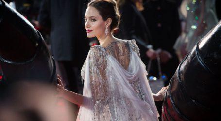 Η Angelina Jolie περιγράφει την καθημερινότητα με τα 6 παιδιά της στο σπίτι εν μέσω πανδημίας