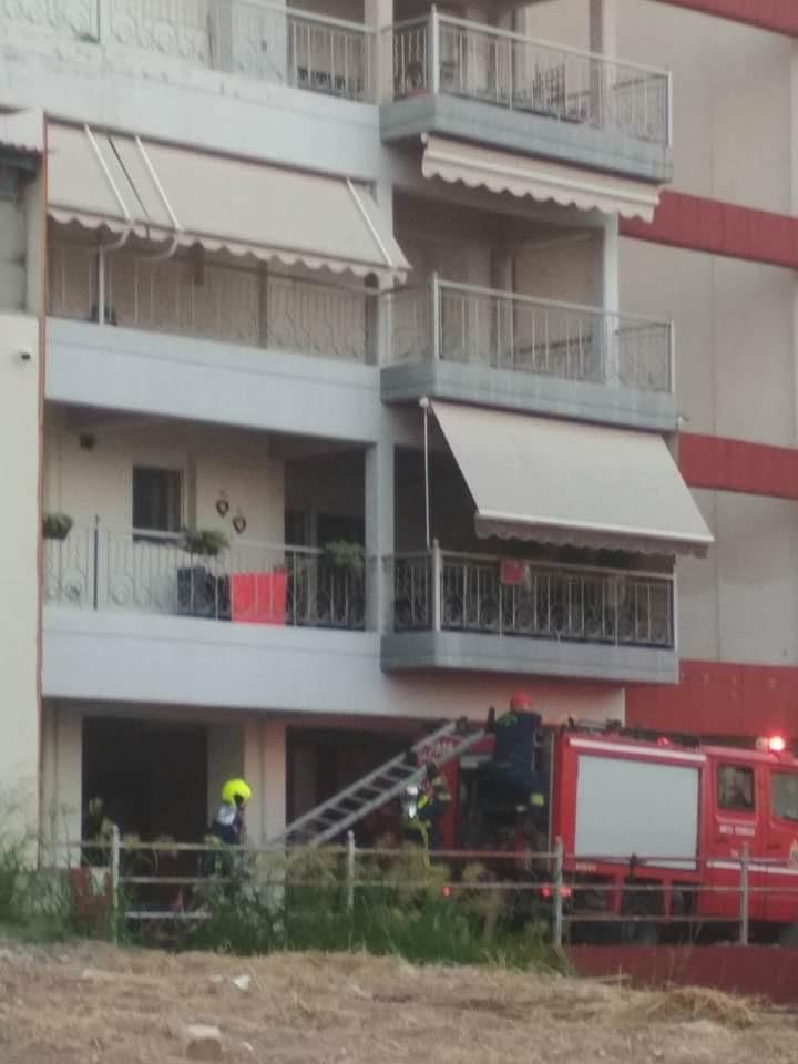 Λάρισα: Φωτιά σε αποθήκη καταστήματος με κλιματιστικά - δείτε φωτογραφίες