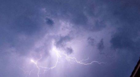 Ακινητοποιήθηκαν τέσσερα τρένα λόγω διακοπής ρεύματος που προκάλεσε κεραυνός στον Ευαγγελισμό