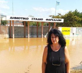 Στα Φάρσαλα η Άννα Βαγενά για να διαπιστώσει το μέγεθος της καταστροφής από τις πλημμύρες