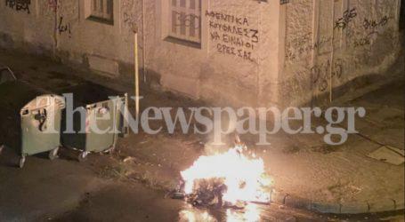 ΤΩΡΑ: Εκρήξεις και φωτιά σε κάδο απορριμμάτων στο κέντρο του Βόλου [εικόνες]