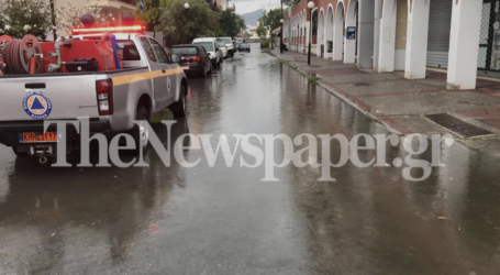 Βόλος: O «Ιανός» πλημμύρισε τους δρόμους σε Νεάπολη και Παλαιά – Δείτε εικόνες και βίντεο