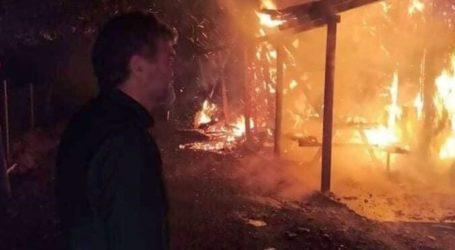 """Ολική καταστροφή για τον ξενώνα Μελιβοίας που παραδόθηκε στις φλόγες – Περίλυπος ο Αντώνης Γκουντάρας: """"Θα το ξανακάνουμε το σπιτάκι μας"""" (φωτο)"""