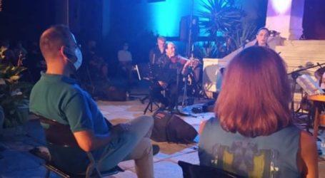 Στη συναυλία με μάσκα ο Μαραβέγιας
