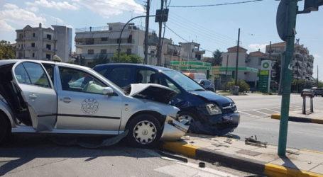 Λάρισα: Τροχαίο ατύχημα στη διασταύρωση Καρδίτσης με Γ. Παπανδρέου – Δείτε φωτογραφίες