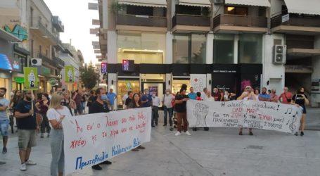 Βόλος: Στα όρια της ανέχειας οι καλλιτέχνες – Νέα συγκέντρωση διαμαρτυρίας [εικόνες]
