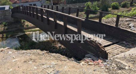 Προσοχή! Επικίνδυνη η ξύλινη γέφυρα στον Κραυσίδωνα [εικόνες]