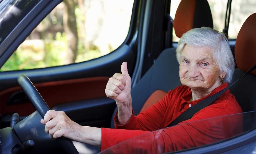 200901090802 confident eldery driver