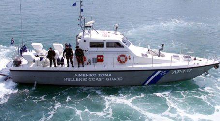 Διάσωση με ελικόπτερο δύο ανδρών που παρασύρθηκαν από τα κύματα