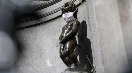 Το άγαλμα Μάνεκεν Πις «ντύθηκε» γιατρός προς τιμήν των υγειονομικών