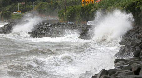 Ο τυφώνας Χάισεν φέρνει ισχυρούς ανέμους και σφοδρές βροχοπτώσεις