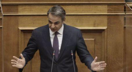 Με ομιλία του πρωθυπουργού ξεκίνησε η προ ημερησίας συζήτηση στη Βουλή για τις συνέπειες του COVID-19