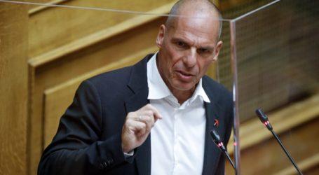 Για «πλασματικό θυμό» κατηγόρησε τον πρωθυπουργό ο Γ. Βαρουφάκης