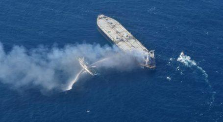 Συνεχίζεται η μάχη κατά της πυρκαγιάς που έχει ξεσπάσει σε πετρελαιοφόρο