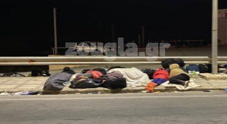 Στους δρόμους θα περάσουν τη νύχτα πολλοί μετανάστες από τη Μόρια