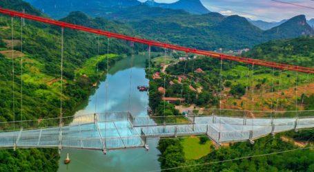 Ολοκληρώθηκε η μακρύτερη γέφυρα με γυάλινο δάπεδο στον κόσμο