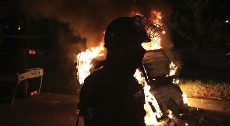 Τουλάχιστον δέκα άνθρωποι έχουν σκοτωθεί στις διαδηλώσεις που συνεχίζονται κατά της αστυνομικής βίας