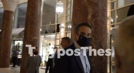 Παρατήρηση Μητσοτάκη σε δημοσιογράφους που δεν φορούσαν μάσκα