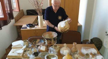Ο Γιώργος Τσούκαλης βρήκε θησαυρό αρχαιοτήτων στη Ρόδο