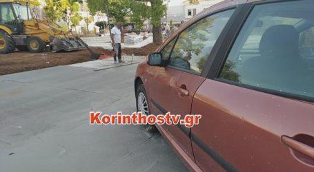 Πάρκαρε το αυτοκίνητό του στην υπό κατασκευή πλατεία και έριξαν μπετό γύρω από τις ρόδες