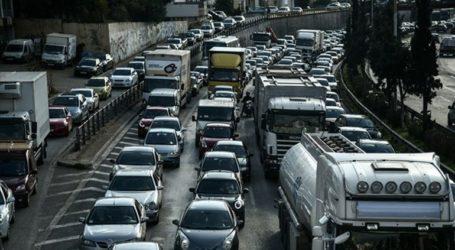 Έμεινε φορτηγό στον Κηφισό – Μία λωρίδα για την κυκλοφορία των οχημάτων