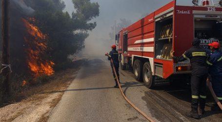 Μεγάλη φωτιά στον καταυλισμό προσφύγων και μεταναστών στη Σάμο
