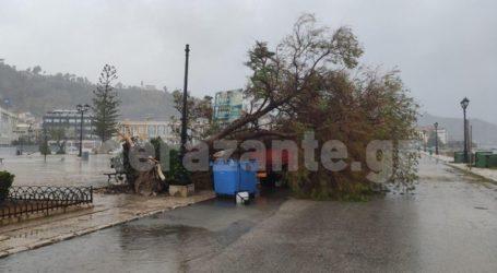 Με θυελλώδεις ανέμους και δυνατή βροχή σάρωσε το νησί ο «Ιανός»