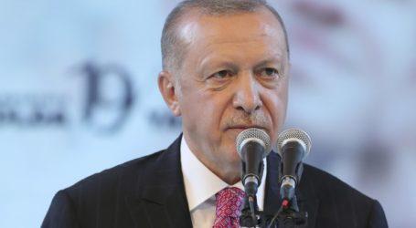 Αναστατωμένος από το σχέδιο παραίτησης Σάρατζ δηλώνει ο Ερντογάν