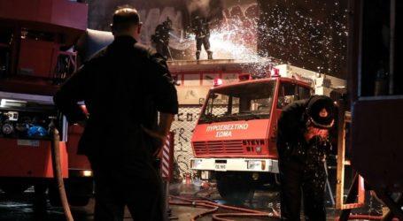 Κατεσβέσθη πυρκαγιά σε αποθήκη στη Μεταμόρφωση