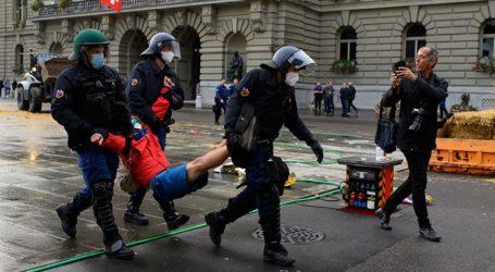 Η αστυνομία άρχισε να απομακρύνει διαδηλωτές για το κλίμα από πλατεία στη Βέρνη
