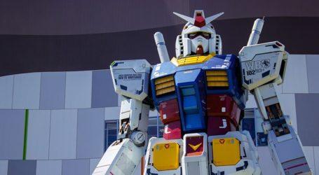 Ένα γιγαντιαίο ρομπότ περιφέρεται στους δρόμους της Γιοκοχάμα