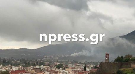 Σπίτι άρπαξε φωτιά από χτύπημα κεραυνού στη Ναύπακτο εν μέσω ισχυρών βροχοπτώσεων