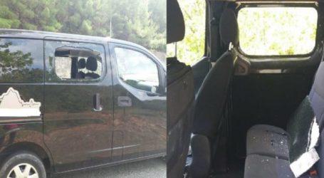 Έσπασαν το αυτοκίνητο Λαρισαίου στα Τέμπη, στο ύψος της Αγίας Παρασκευής (φωτο)