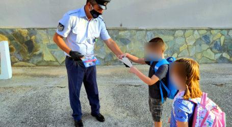 Ενημερωτικά φυλλάδια κυκλοφοριακής αγωγής διανεμήθηκαν από αστυνομικούς σε γονείς και μαθητές της Μαγνησίας