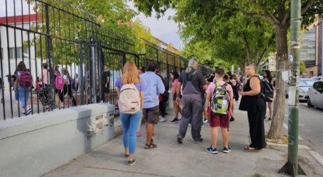 Δείτε φωτογραφίες: Νέα σχολική χρονιά με μάσκες στη Λάρισα