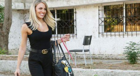 Ιωάννα Μαλέσκου: Με office look έξω από το studio της εκπομπής της
