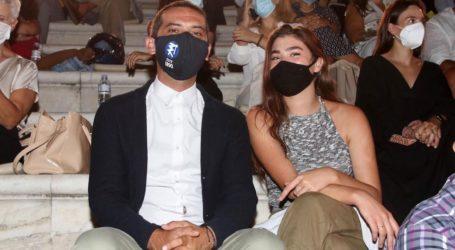 Λεωνίδας Κουτσόπουλος: Στο θέατρο με γοητευτική συνοδό